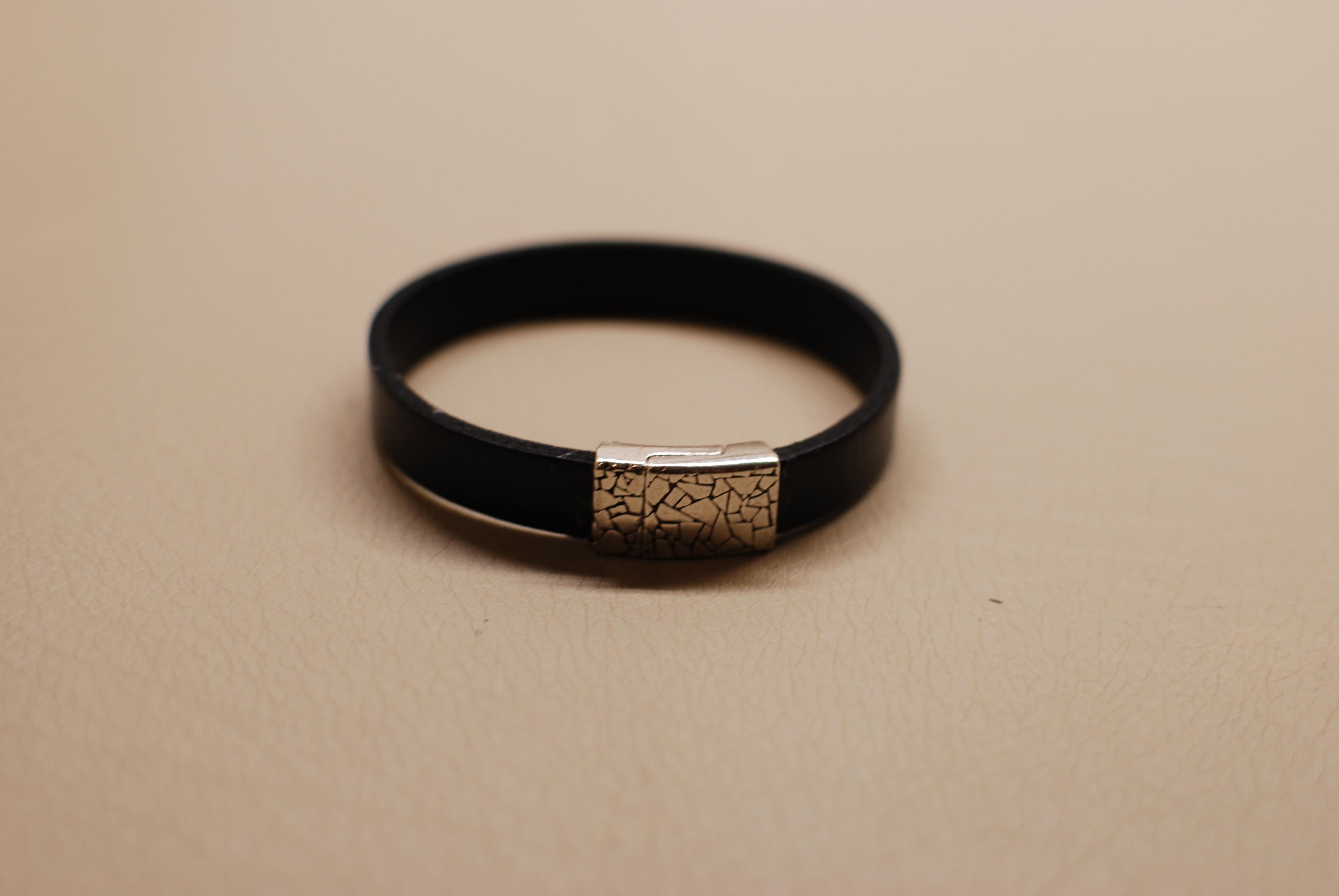decembre-2015-bracelet-cuir