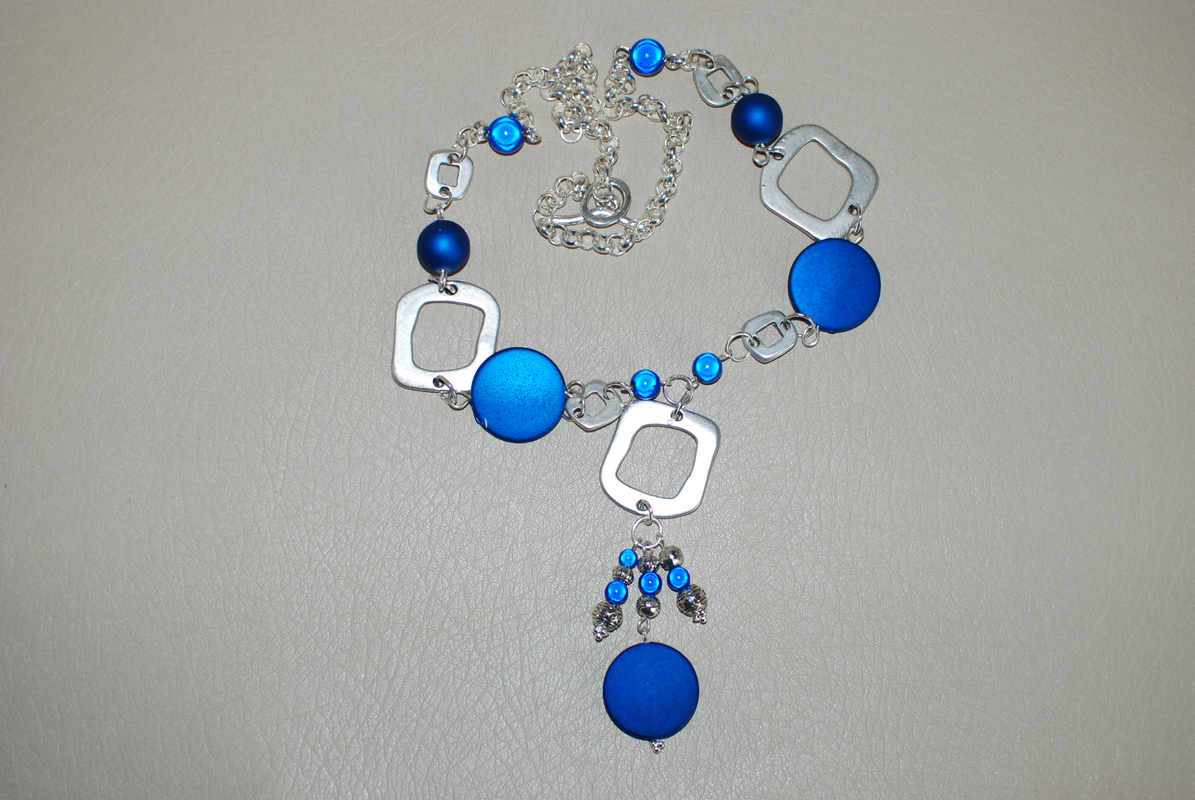 mai-sautoir-argent-bleu